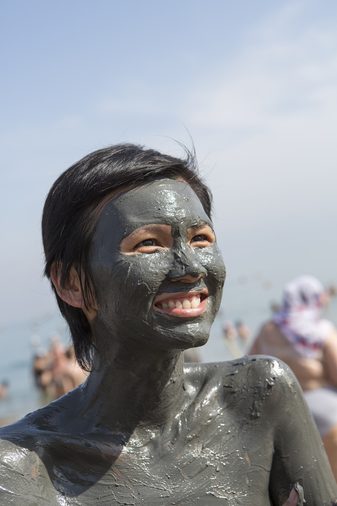 Mall of Cosmetics - Product Faceoff First Botany Cosmeceuticals Charcoal Creme Mask vs Radha Beauty Dead Sea Mud Mask