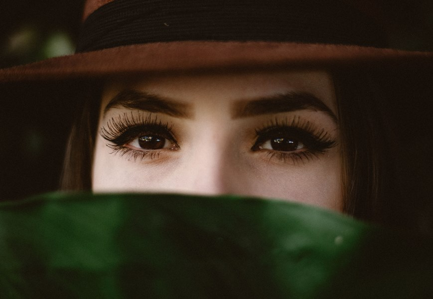 Long Lashes that Frame the Eyes