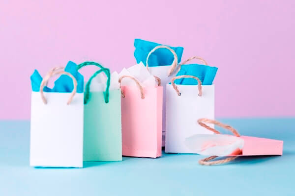 Shopping bags with different colors